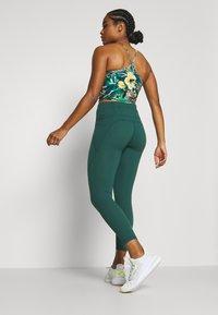 Sweaty Betty - POWER SCULPT 7/8 WORKOUT LEGGINGS - Tights - june bug green - 2