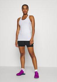 Sweaty Betty - CHALLENGE RUN SHORTS - Sports shorts - black - 1