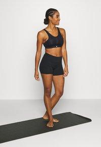 Sweaty Betty - HIGH INTENSITY SPORTS BRA - Sujetador deportivo - black - 1