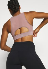 Sweaty Betty - STUDIO OPEN BACK SPORTS BRA - Sport BH - velvet rose pink - 2