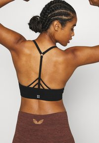 Sweaty Betty - NAMASTE SEAMLESS YOGA BRA - Sport BH - black - 2