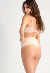 Spanx - UNDIE TECTABLE THONG - Shapewear - haut - 2