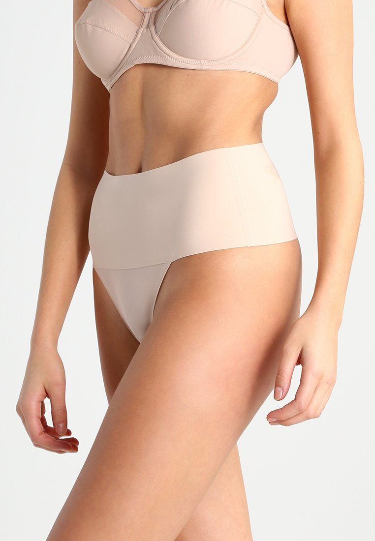 Spanx - UNDIE TECTABLE THONG - Shapewear - haut