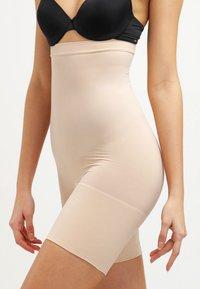 Spanx - HIGHER POWER - Lingerie sculptante - soft  nude - 0