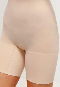 Spanx - HIGHER POWER - Lingerie sculptante - soft  nude - 3