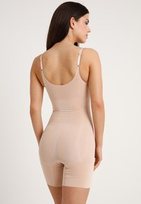 Spanx - ONCORE OPEN BUST MID THIGH  - Body - soft nude - 2