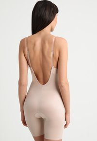 Spanx - SUIT YOUR FANCY PLUNGE LOW BACK MID TIGH  - Body - champagne beige - 7