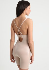 Spanx - SUIT YOUR FANCY PLUNGE LOW BACK MID TIGH  - Body - champagne beige - 5