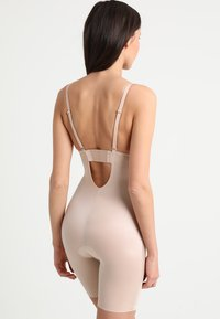 Spanx - SUIT YOUR FANCY PLUNGE LOW BACK MID TIGH  - Body - champagne beige - 3