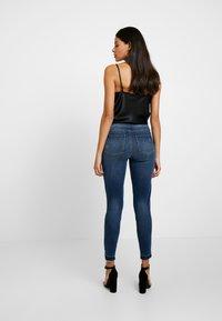 Spanx - DISTRESSED - Jeans Skinny Fit - medium wash - 2