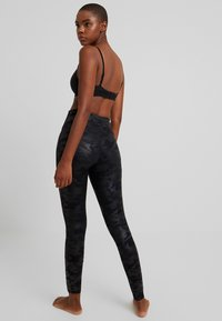 Spanx - Leggings - matte black camo