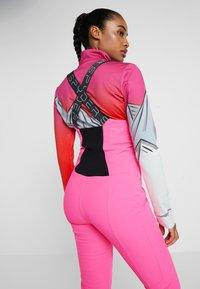 Spyder - STRUTT - Spodnie narciarskie - bryte bubblegum - 4