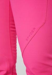 Spyder - STRUTT - Spodnie narciarskie - bryte bubblegum - 7