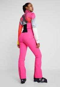 Spyder - STRUTT - Spodnie narciarskie - bryte bubblegum - 2