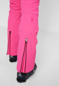 Spyder - STRUTT - Spodnie narciarskie - bryte bubblegum - 5