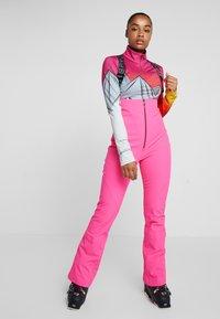 Spyder - STRUTT - Spodnie narciarskie - bryte bubblegum - 0
