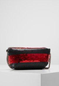 Sonia Rykiel - COPAIN LE COPAIN - Across body bag - black/red - 2
