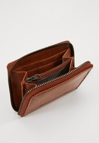Spikes & Sparrow - Wallet - brandy - 5