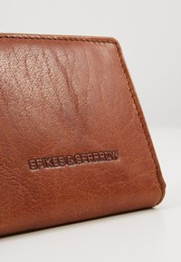 Spikes & Sparrow - Wallet - brandy - 2