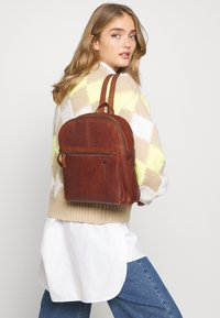 Spikes & Sparrow - Rucksack - brandy - 1