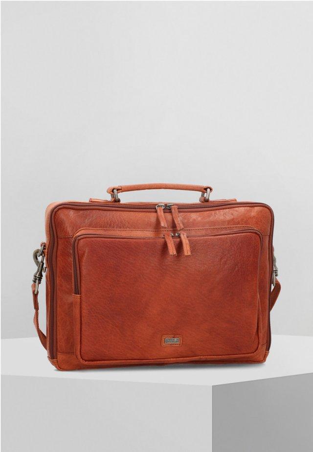MIT RUCKSACKFUNKTION - Briefcase - cognac