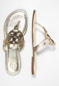 Tory Burch - MILLER - Sandály s odděleným palcem - spark gold - 3