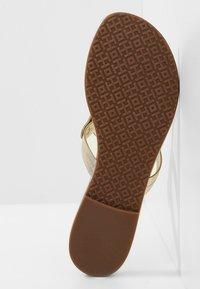 Tory Burch - MILLER - Sandály s odděleným palcem - spark gold - 6