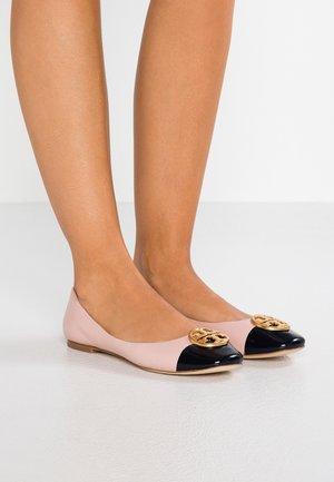 CHELSEA CAP TOE - Ballerina's - sea shell pink /perfect navy