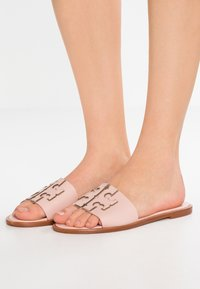 Tory Burch - INES SLIDE - Ciabattine - sea shell pink/silver - 0