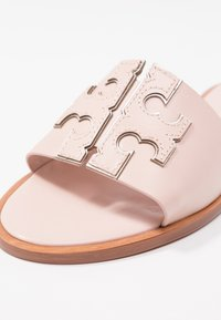 Tory Burch - INES SLIDE - Ciabattine - sea shell pink/silver - 2