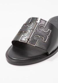 Tory Burch - INES SLIDE - Ciabattine - perfect black/silver - 2