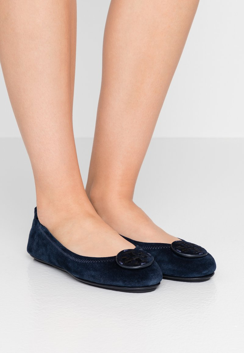 Tory Burch - MINNIE TRAVEL BALLET  - Ballet pumps - perfect navy