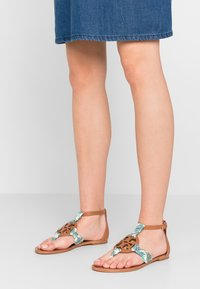 Tory Burch - MILLER  - Infradito - tan /blue meridian - 0