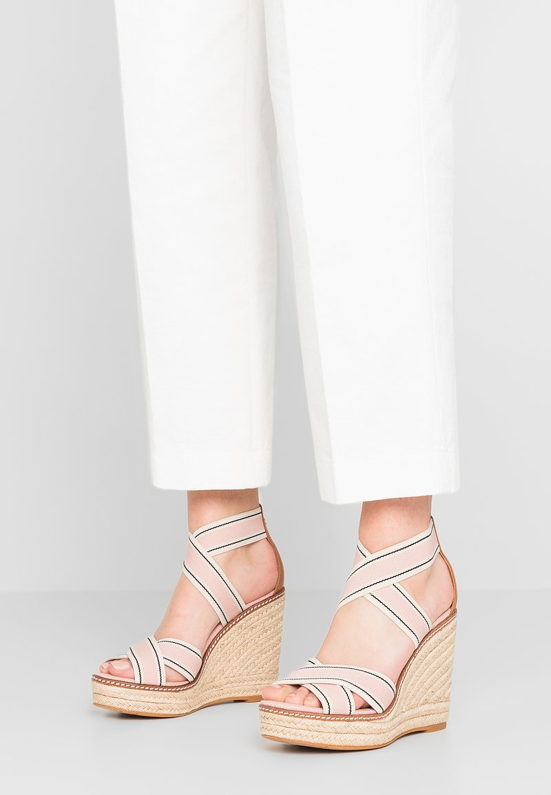 Tory Burch - FRIEDA - Sandalias de tacón - blush/tan