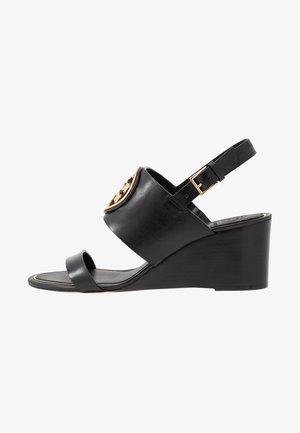 METAL MILLER WEDGE - Sandały na koturnie - perfect black/gold