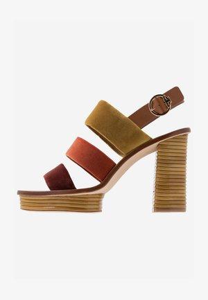 PATOS  - Sandaler med høye hæler - bright pueblo/bright lava/aged mal