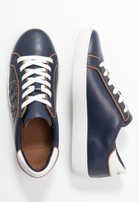 Tory Burch - T-LOGO PIPED - Sneakers - royal navy - 3