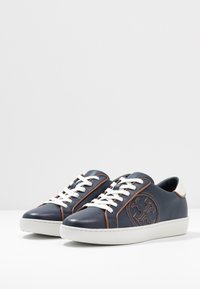 Tory Burch - T-LOGO PIPED - Sneakers - royal navy - 4