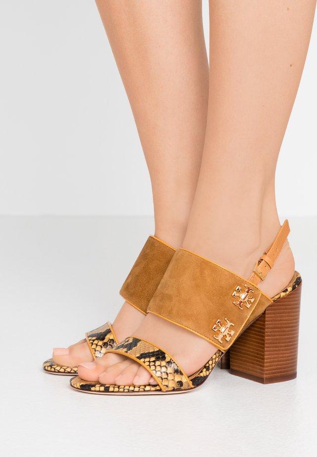 KIRA  - High Heel Sandalette - dark tiramisu/gold crest/warm roccia