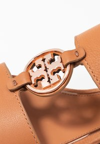 Tory Burch - METAL MILER TWO BAND  - Riemensandalette - tan/rose gold - 2