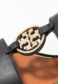 Tory Burch - METAL MILER TWO BAND  - Sandály - perfect black/gold - 2