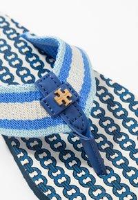 Tory Burch - GEMINI LINK THIN  - T-bar sandals - blue - 2