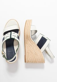 Tory Burch - INES WEDGE - Sandali con tacco - perfect ivory/royal navy - 3