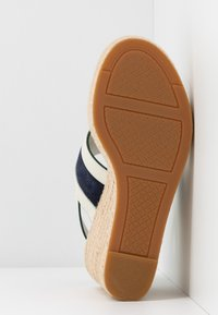 Tory Burch - INES WEDGE - Sandali con tacco - perfect ivory/royal navy - 6