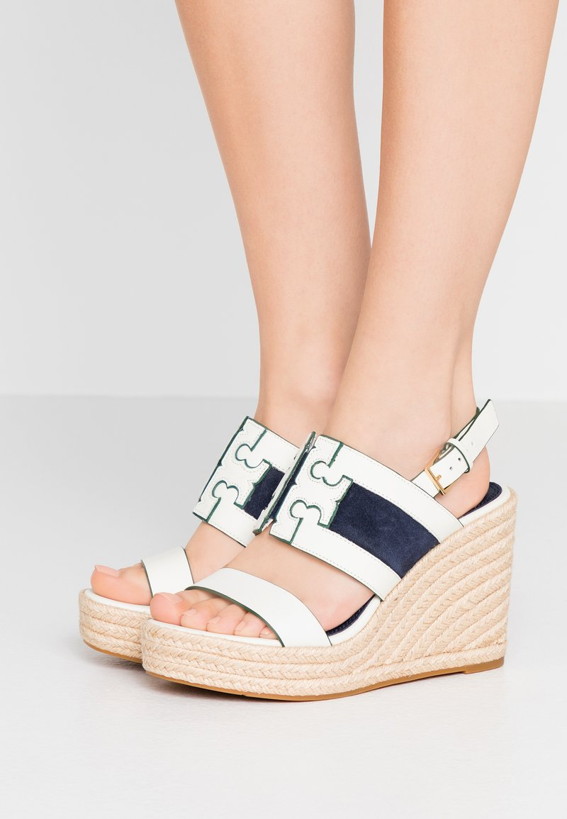 Tory Burch - INES WEDGE - Sandali con tacco - perfect ivory/royal navy