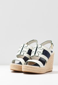 Tory Burch - INES WEDGE - Sandali con tacco - perfect ivory/royal navy - 4