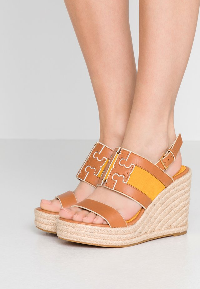 INES WEDGE - High heeled sandals - tan/goldfinch