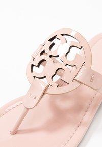 Tory Burch - MILLER - Sandály s odděleným palcem - sea shell pink - 2