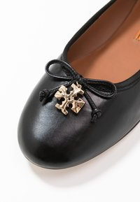 Tory Burch - CHARM BALLET - Baleríny - perfect black - 5