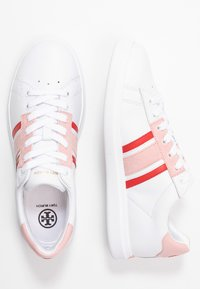 Tory Burch - VALLEY FORGE SADDLE  - Sneakers basse - titanium white/sport lipstick/light pink - 3